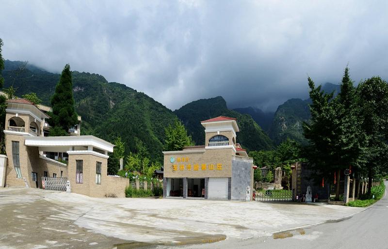 九峰生态度假山庄位于九峰山麓,处于国家级龙门山风景名胜区